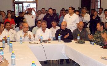 GOBERNADOR Y ALCALDE PRESIDEN REUNIÓN DE PROTECCIÓN CIVIL
