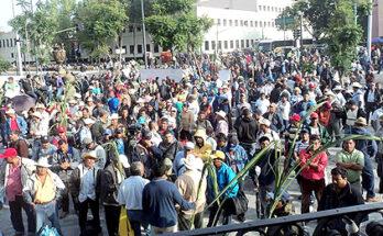 CAÑEROS MANTIENEN TOMADAS OFICINAS DE SAGARPA EN DEMANDAN DE UN SUBSIDIO DE 250 POR TONELADA